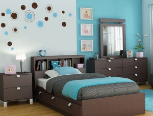 turquoise-color-in-the-interior-of-a-bedroom